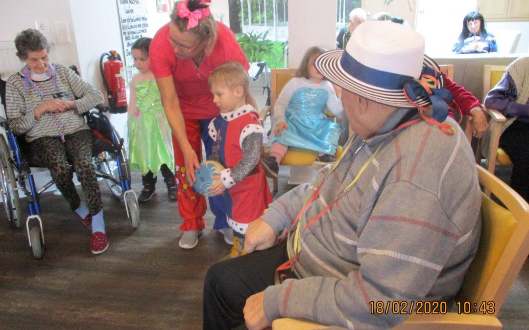 Närrische Kids erobern Humanas-Wohnpark